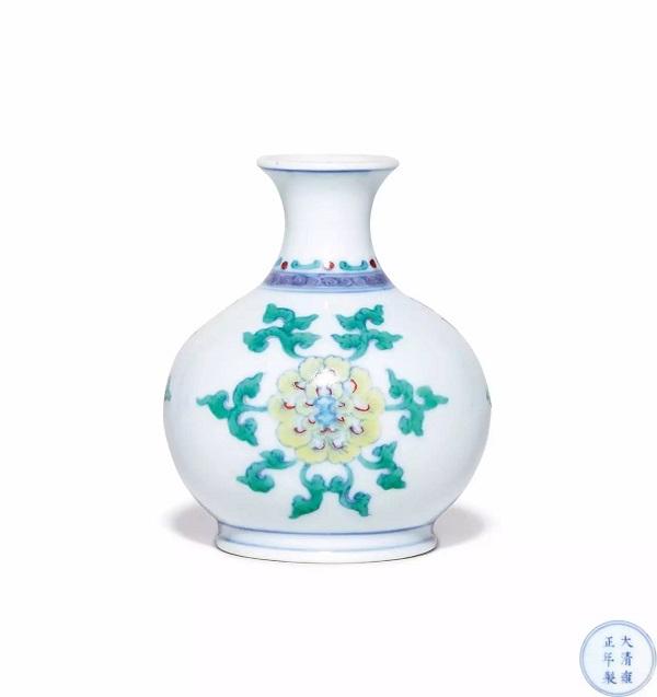 清雍正 斗彩牡丹纹小尊 RMB 5,175,000