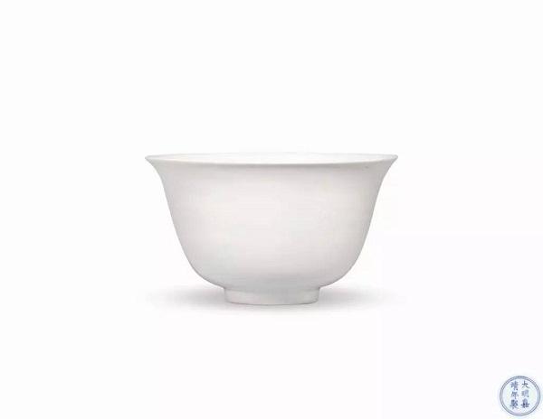 明嘉靖 白釉仰钟式碗 RMB 1,725,000