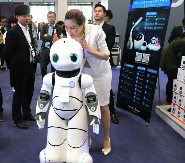 2017年4月,在北京举行的全球移动互联网大会上人工智能成为主角。