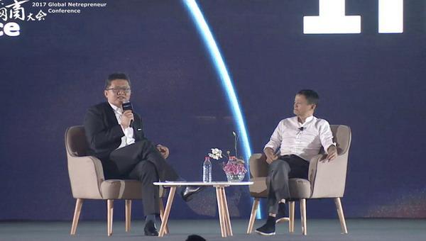 2017天下网商大会上马云和央视主持人对话。截屏图