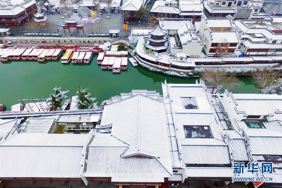 这是12月31日在江苏省南京市夫子庙景区拍摄的雪景(无人机拍摄)。近日,吾国众地迎来降雪,雪后的中国古典修建别有韵味。新华社发(方东旭)