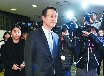 韩国驻日大使李洙勋抵达日本外务省。视觉中国供图
