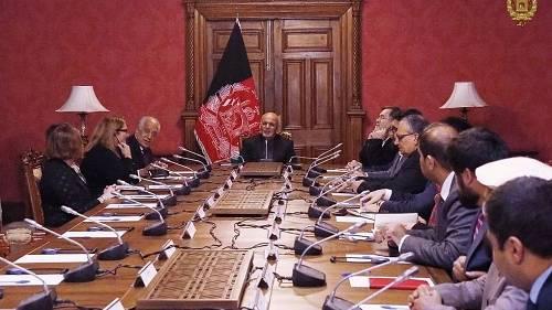 """阿富汗总统穆罕默德·添尼28日呼吁塔利班武装终结叛乱,与阿当局直接议和。对美国当局阿富汗息争事务稀奇代外扎尔梅·哈利勒扎德与塔利班议和""""庞大挺进""""的说法,添尼并不买账。"""