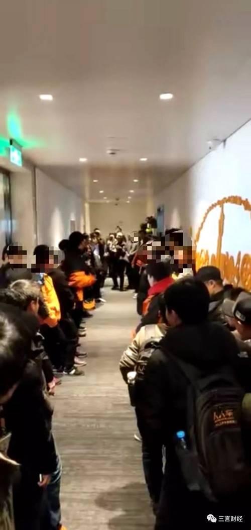 维权员工聚集在办公区内