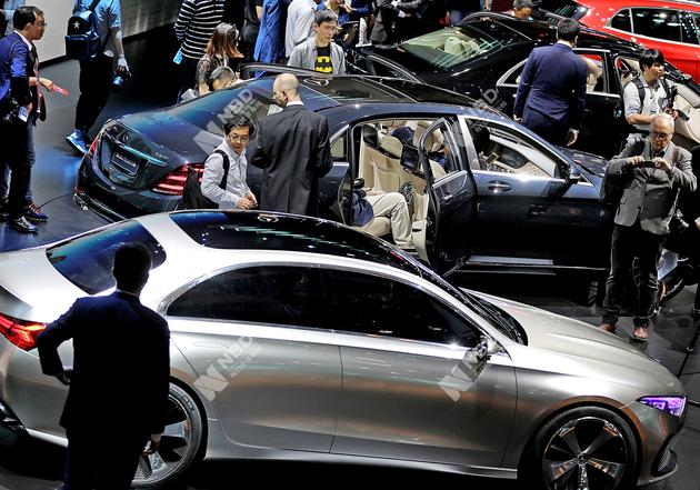 奔驰被指控排放测试排放控制装置失灵