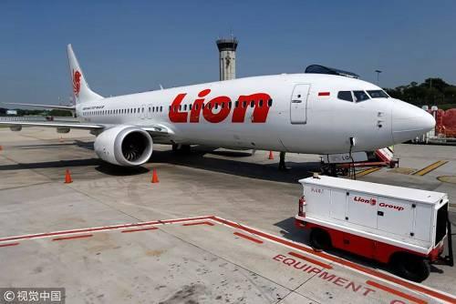 此外,这套新型飞行控制系统让驾驶员无法完全控制飞机,需要新装的飞行控制系统自动调节,理由是波音737 MAX客机的引擎过大,在机翼上的位置必须更加前置,客机的气动升力因此得到了改变.