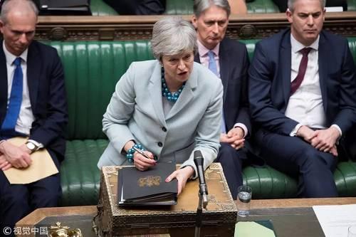 25日,特雷莎·梅在英国议会讲话。