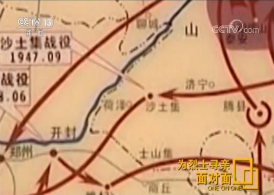 """张景宪询问了村里的老村长,走访了菏泽的档案局、党史办,但都没有结果。2009年,根据曾在菏泽市牡丹区党史办工作的祝厚江提供的一些史料,张景宪了解到,当年这些无名烈士参加的战役历史名称为""""菏考奔袭战"""",是为策应刘邓大军过黄河而进行的战斗。1947年12月28日晚,华东野战军第八纵队由定陶一线向菏泽城奔袭,完成对敌包围后,发起攻城战斗,第23师67团在菏泽南关冲锋时,受到敌人密集火力压制,136位战士牺牲。"""