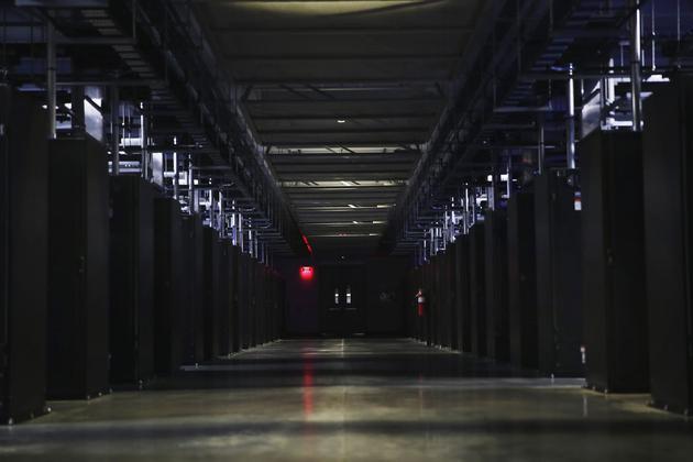 新浪科技讯 北京时间4月11日上午消息,据彭博社报道,美国国防部宣布,亚马逊和微软进入五角大楼100亿美元云服务订单竞标最后一轮,而甲骨文和IBM出局。