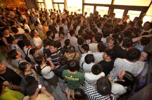 前几天,杭州一位想买房的朋友,告诉小融,目前的杭州市场上一片火热。但想买房是一回事,能摇中号,买到房则是另外一回事。