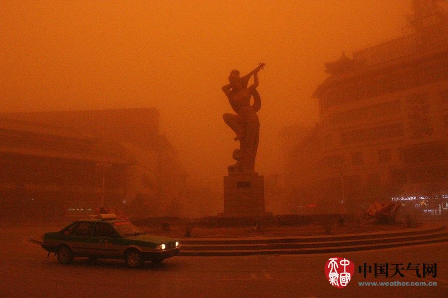 灾难大片即视感!一组图展现沙尘暴来袭的震撼场面