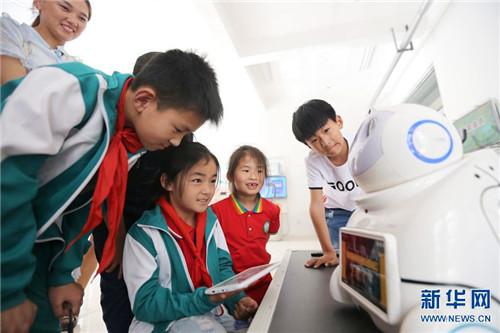 河南滑县:小朋友感受初中的奥秘军训日记科技350字图片