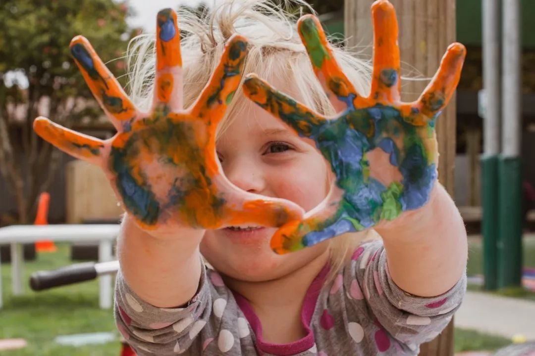 职场父母最大的误区:孩子,多陪陪就好了 | 双语哈评