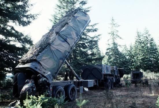 """图片:安放在欧洲的""""战斧""""陆基发射车。"""