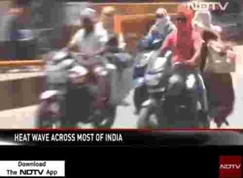 热得印度人出行武装到牙齿(图片截自youtube)