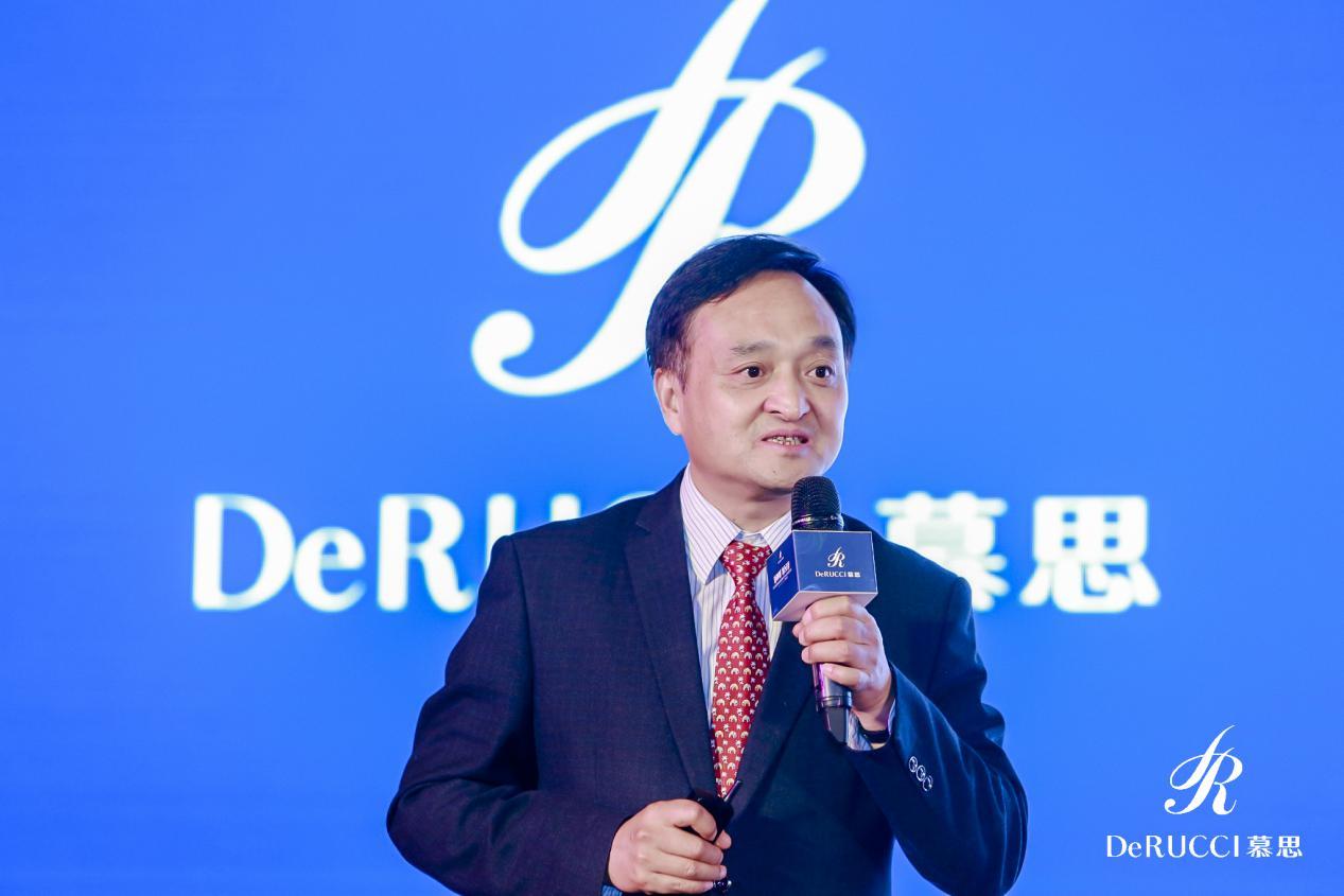 图为复旦大学上海医学院药理学系主任黄志力教授分享现场