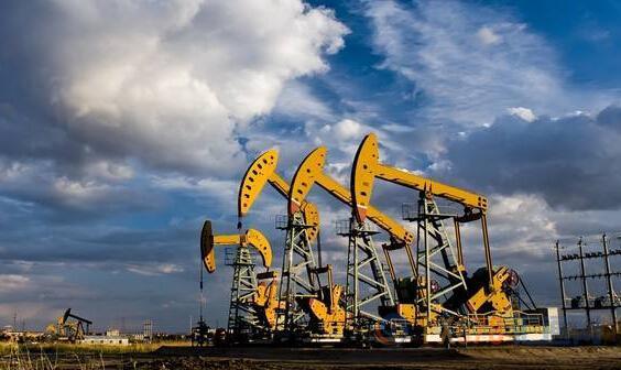 经济数据惨淡以及对需求担忧升温,美油跌逾1%失守52关口