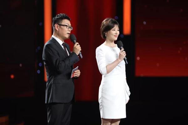 """五个篇章分别从五首主题诗朗诵展开,""""声入人心"""",让我们看到了新时代中国青年的活力、希望、热情、梦想……"""