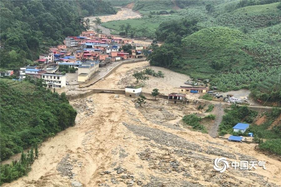 强降雨来袭 云南省红河州金平县金水河镇山洪泥石流爆发