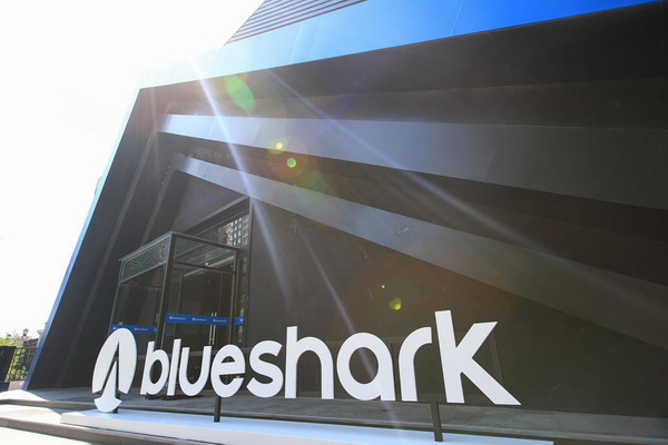 蓝鲨Robor智能电动摩托车上市 售价6988元起