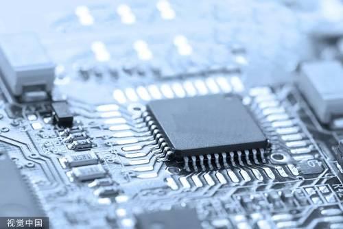 报道称,实际上中国已经能生产自己的芯片。例如,华为拥有自己的麒麟和Ascend芯片。第二家中国制造商紫光展锐也准备明年将5G芯片推向市场。小米和阿里巴巴也在这方面有所发展。