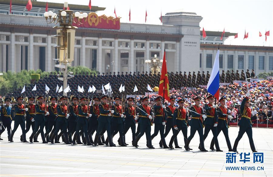2015年9月3日,中国人民抗日战争暨世界反法西斯战争胜利70周年纪念大会在北京隆重举行,俄罗斯方队通过天安门广场。新华社记者 高洁