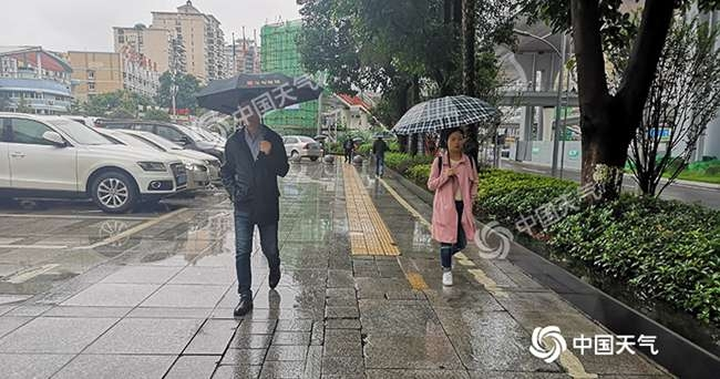 """重庆遭暴雨侵袭 明天阳光将短暂""""露脸"""""""
