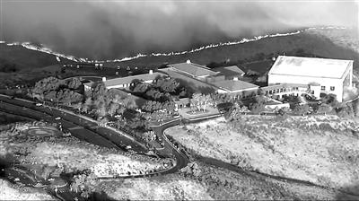 加州山火危及里根图书馆 800名消防员和直升机及时救险