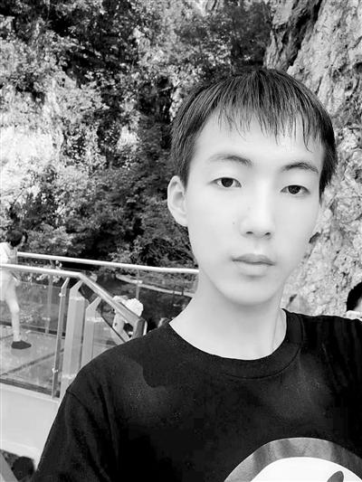 一场视频与校园的突发:18岁大学生技巧内赛跑脑出血玩亚索死神视频教学爱心图片