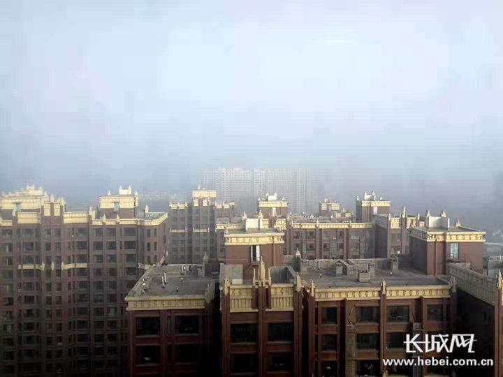 河北继续发布大雾预警!今天局地有小雪