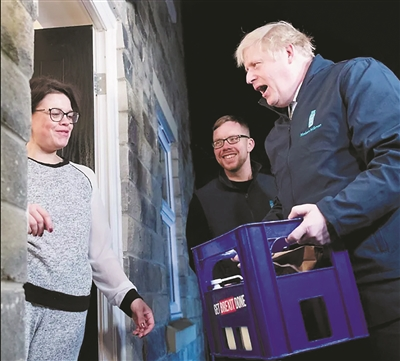 英国首相当起送奶工