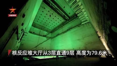 """位于8层的大厅就有二三十米高,昔时逆答堆的支架片面照样保存,将近1米宽的""""工""""型钢做成的支架,绕成一个正四方形,支架下偌大的圆形工艺管插孔密密麻麻。"""