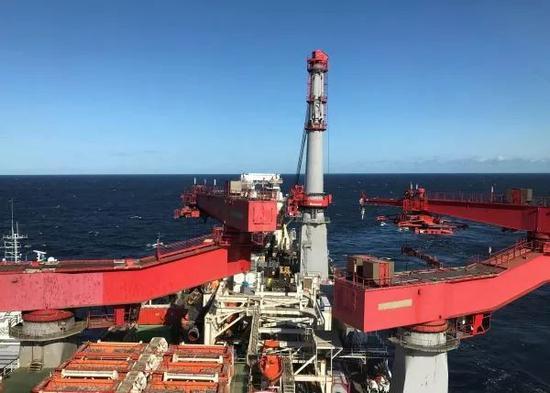 原料图片:这是9月13日在波罗的海拍摄的铺设北流二线天然气管道的船只的原料照片。(新华社/路透社)