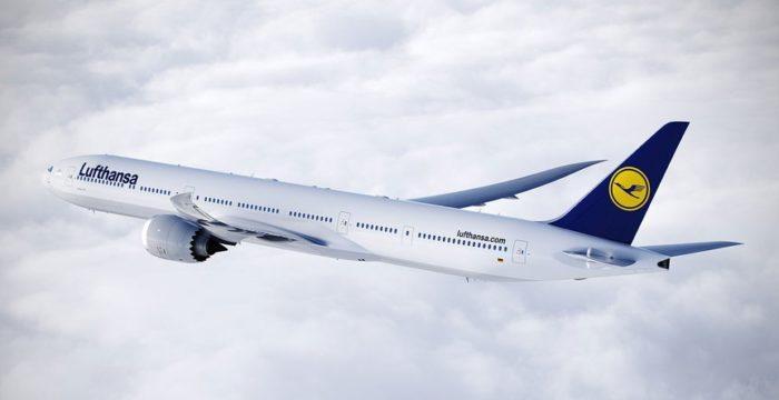 去年,新浪美股《波音777X飞机测试时机身高压断裂 公司称不影响首飞》报道,一架新777X的舱门在FAA检查员在场评估一项结构测试时飞离机身。