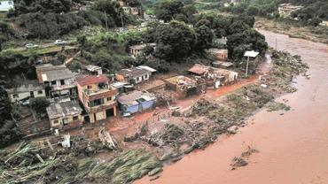 2米深的洪水没过房屋 巴西强降雨引发洪涝
