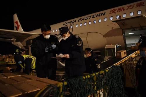 沈阳桃仙机场海关快速验放9150件防护服