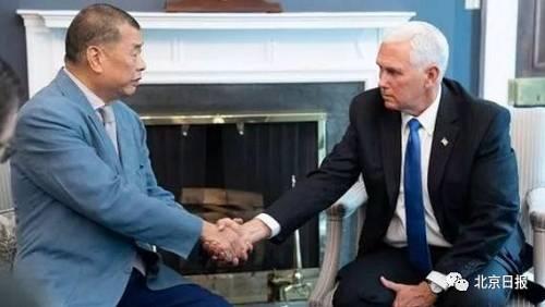 黎智英和美国副总统彭斯(右)谋面。