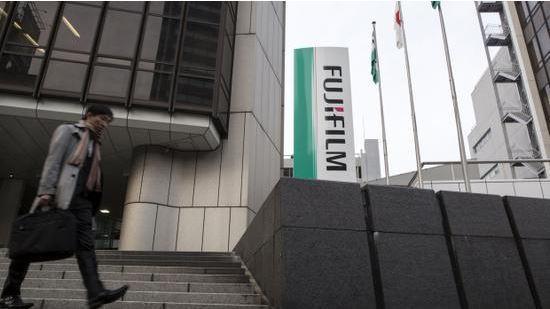 北京时间18日新闻,日本富士胶片的股票周三苏息营业,因买入订单过众,此前共同社报道称,中国方面外示该公司的抗流感药物Avigan(别名Favipiravir,法匹拉韦)对治疗新冠肺热有效。