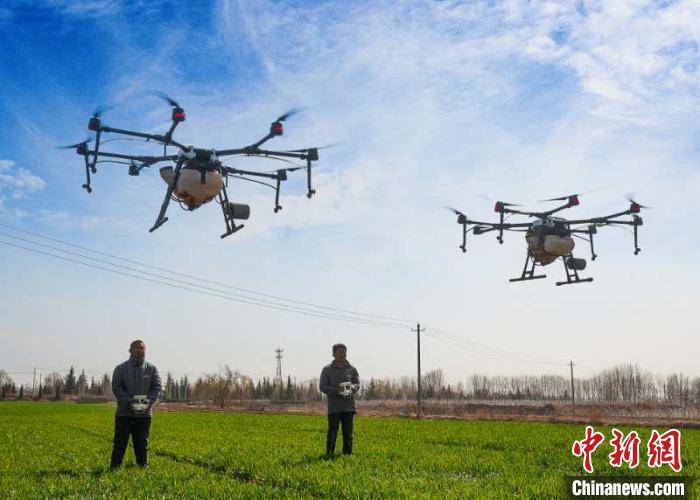 代运营环节:山西翼城农业生产托管降本增效 农民外出务工不误春耕
