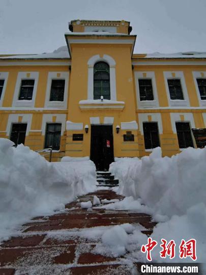 内蒙古呼伦贝尔遭遇特大暴雪 局地降雪量破历史极值
