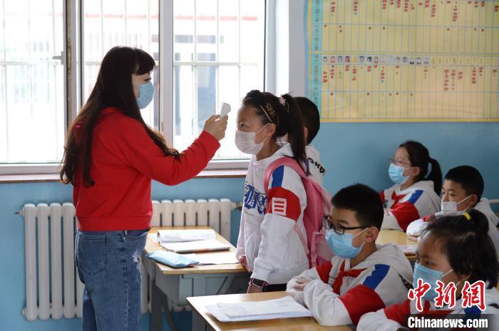 呼和浩特小学高年级开学复课 第一节课学习新冠肺炎防疫知识