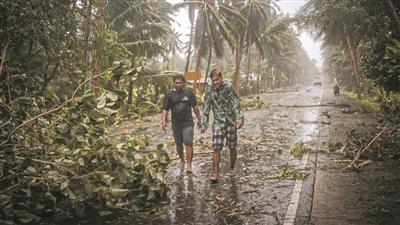 菲律宾今年首次遭遇台风 疏散居民同时防范疫情