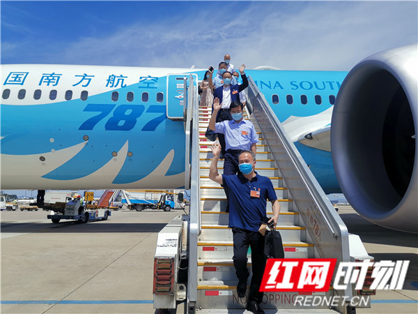 快讯:出席十三届全国人大三次会议的在湘全国人大代表抵京