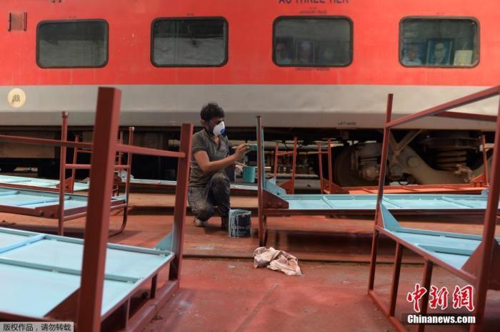 """列国战疫:疫情映照印度的""""魔幻""""与现实"""