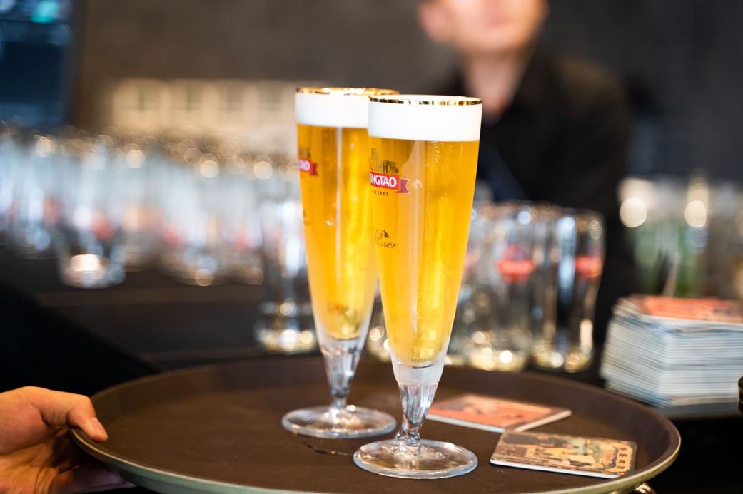 """一杯青岛啤酒,""""饮""""燃啤酒节内外的人间烟火气"""