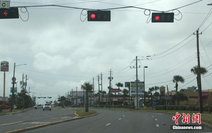 """四级飓风""""劳拉""""登陆美国 或引发6米高巨浪!"""