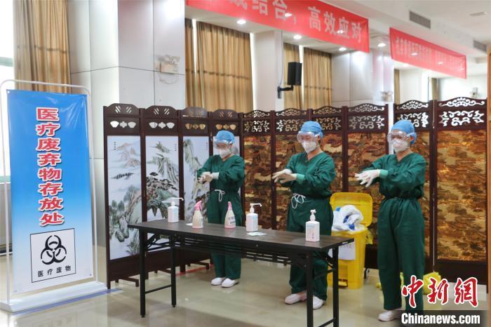 广西医护人员开展新冠病毒采样和核酸检测技能比拼