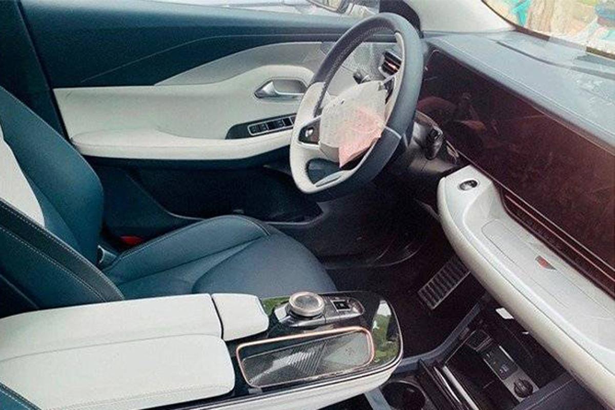 贯穿式大屏设计 ARCFOX品牌电动轿车内饰曝光