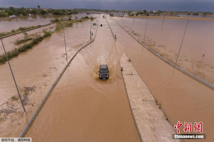 希腊遭飓风侵袭 当局为受灾群众提供紧急经济援助
