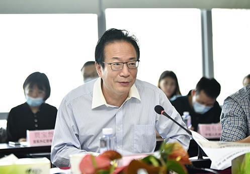中国银行业协会党委书记、专职副会长潘光伟致辞